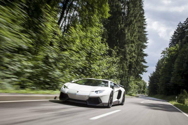 low_KW_Lamborghini_Aventador_Fahraufnahme_01