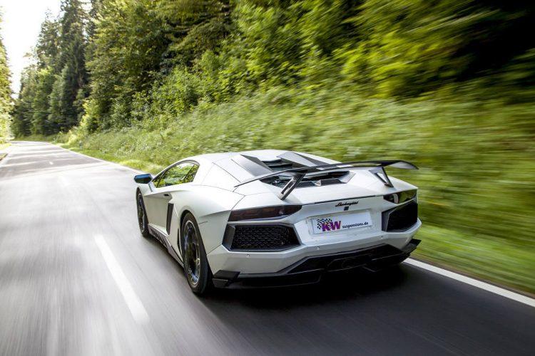 low_KW_Lamborghini_Aventador_Fahraufnahme_02