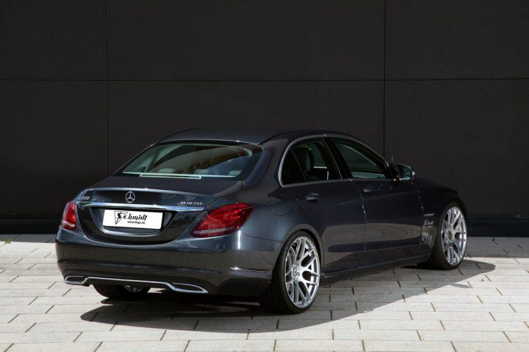 Gestrecktes Heck: Der Mercedes C220 W205 gibt sich dynamisch