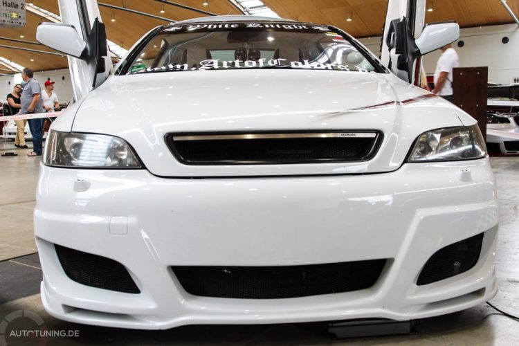 opel-astra-coupe-white-knight (1)