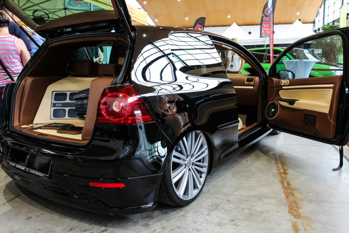 VW Golf Mk5 mit Top-Interieur - AUTOTUNING.DE