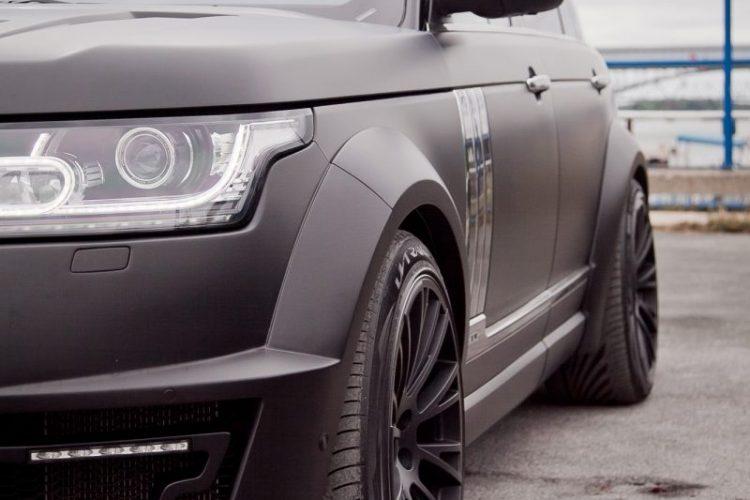 Lifting für die Front: Der Range Rover LWB bekommt mehr Licht und einen markanten Frontgrill