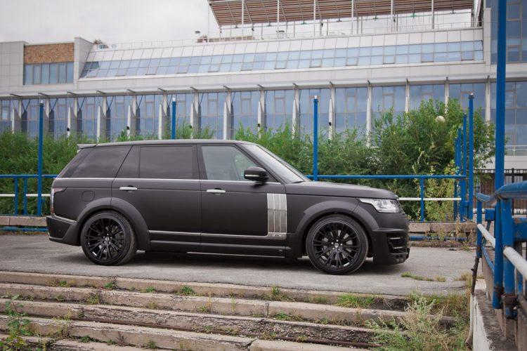 Nicht zu übersehen: Die breiten Radläufe des Range Rover LWB mit 305er-Reifenbreite