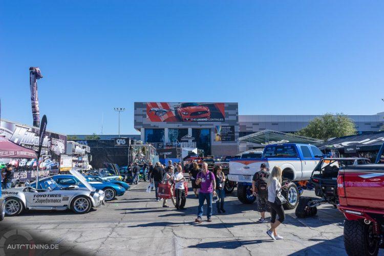 Ausblicke unter strahlend blauem Himmel: Die SEMA Las Vegas 2014 vergrößert ihr Außen-Areal