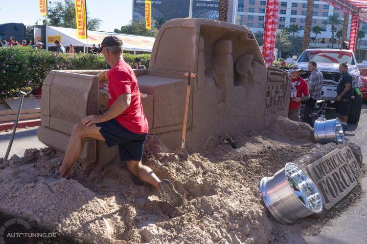 Die Tiefbettfelge liegt schon bereit: Das Truck-Schnittmodell aus Sand macht was her