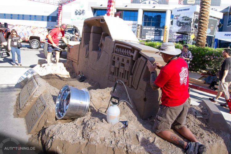 Fleißige Handarbeit: Dieser Truck wird aus Sand auf der SEMA Las Vegas 2014 nachgebaut