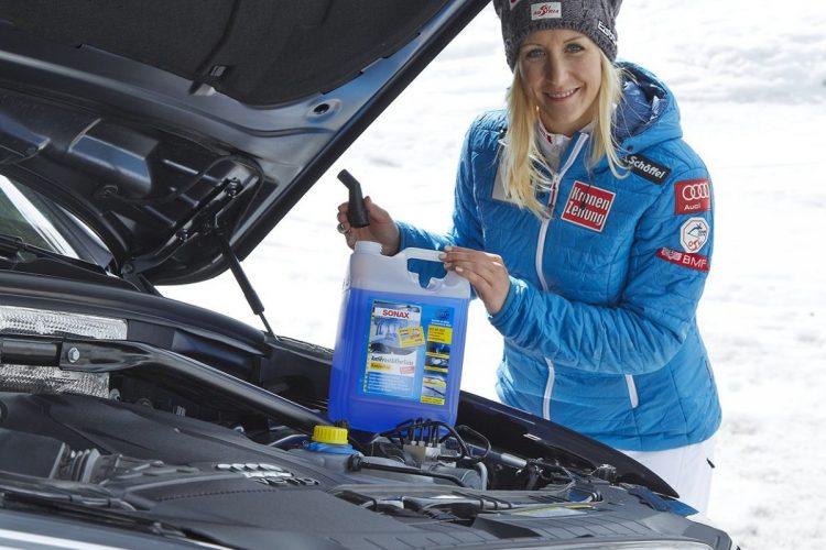 Die Österreicherin Eva Maria Brem mischt im Ski-Weltcup ganz vorn mit und verwendet für Autofahrten in der kalten Jahreszeit Winterprodukte von Sonax.