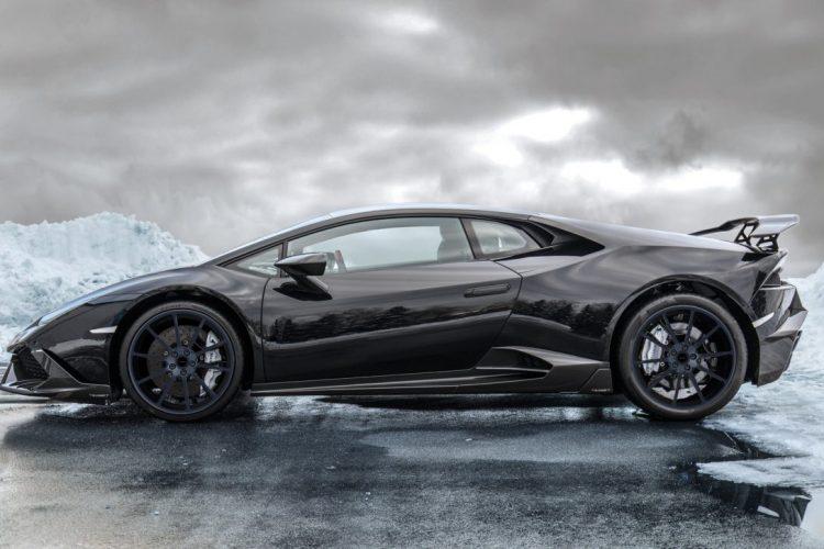 Kompakt aber irgendwie doch massiv: Das Erscheinungsbild des Lamborghini Hurácan profitiert von neuen Schürzen und Seitenschwellern.