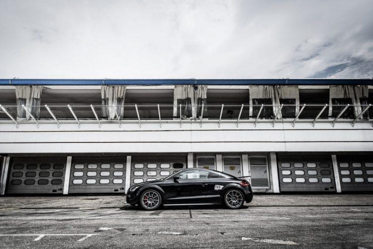 Auf die Flügel, fertig, los: Der Audi TT RS Clubsport setzt zum Sprung an.