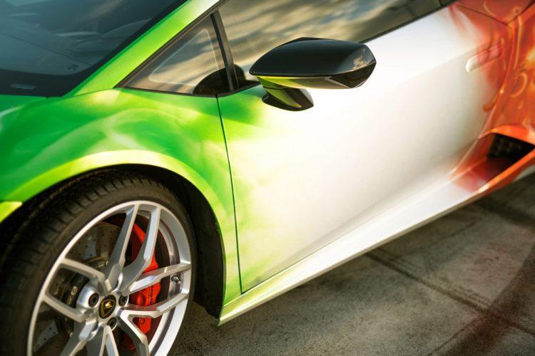 Gelungener Farbübergang: Beim Lamborghini Huracán reihen sich insgesamt drei Folien aneinander.