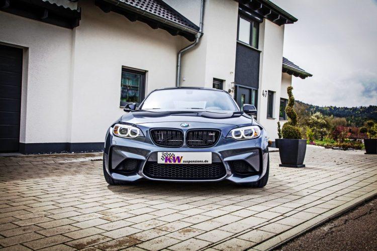 Der R6-Motor drückt mächtig über die Hinterachse: Bis zu 370 PS liefert der BMW M2 in der Spitze.