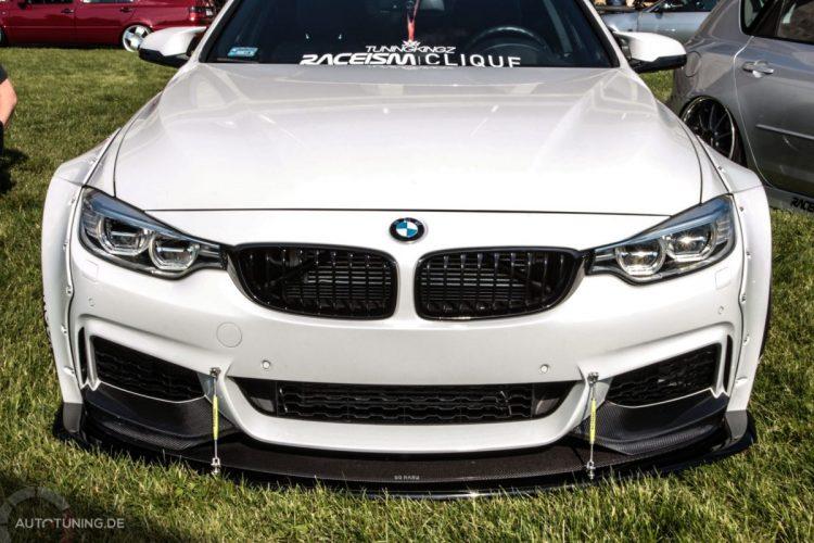 Breit gebauter BMW, Frontansicht