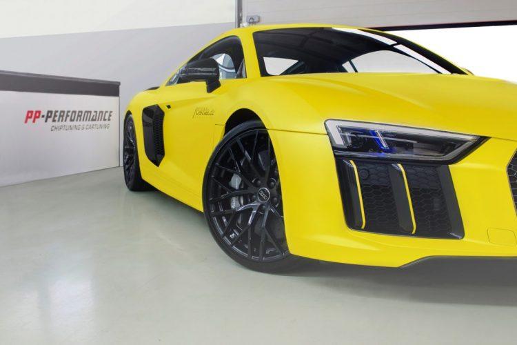 Gelbe Krallen in der Frontpartie: Die Leitlinien der neuen LED-Scheinwerfer bekommen beim Audi R8 V10 plus eine Fortsetzung.