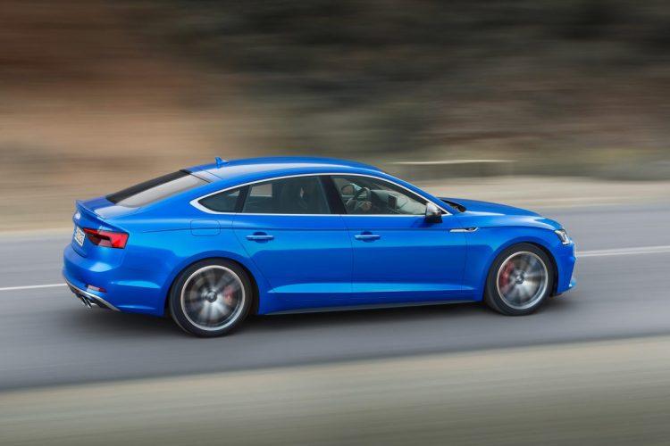 Audi S5 Sportback Seitenansicht während der Fahrt