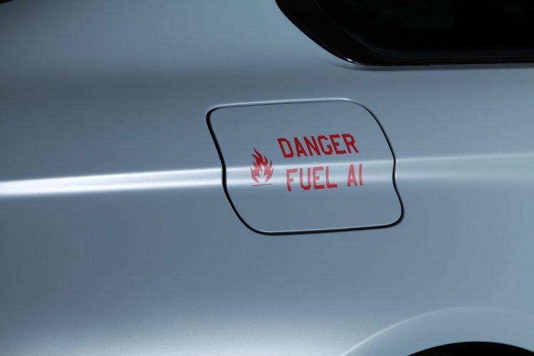 Praktischer Warnhinweis auf dem Tankdeckel des BMW M4 F82 von Cam Shaft.