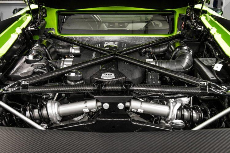 EIn Blick in den Motorraum des Lamborghini Aventador Supervelocé.