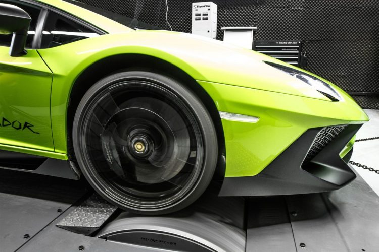 Der Lamborghini Aventador Supervelocé auf dem Prüfstand.