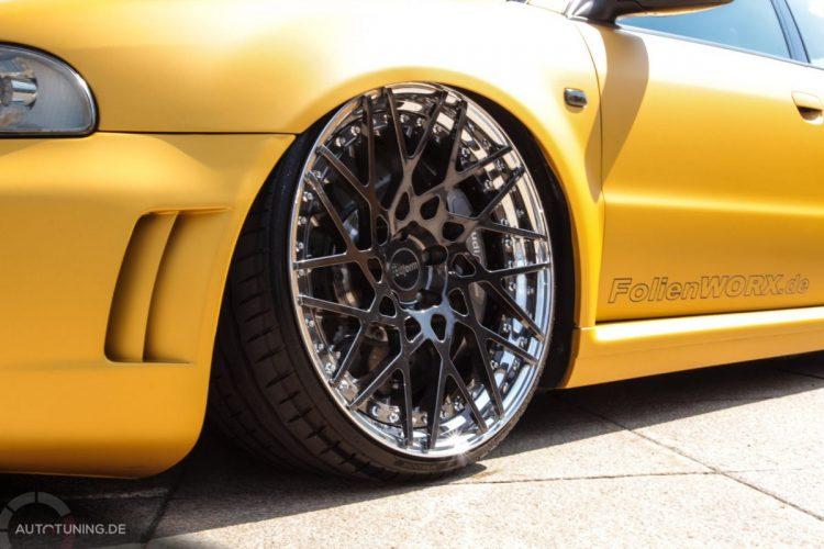 Die Räder des Audi RS4 Avant bieten ein krasses Kontrastprogramm zur knallgelben Folierung!