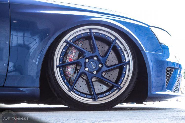 Auffällig designte Bremsanlage des Audi A4 Avant.