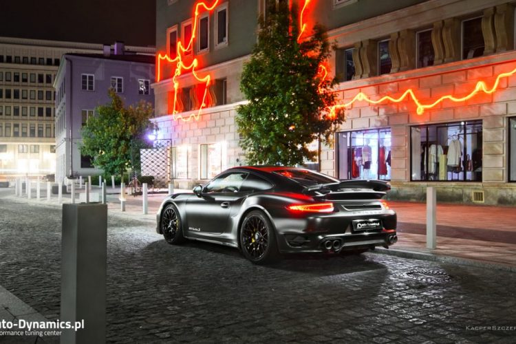 Heck des Porsche 911 Turbo S Dark Knight von auto-Dynamics