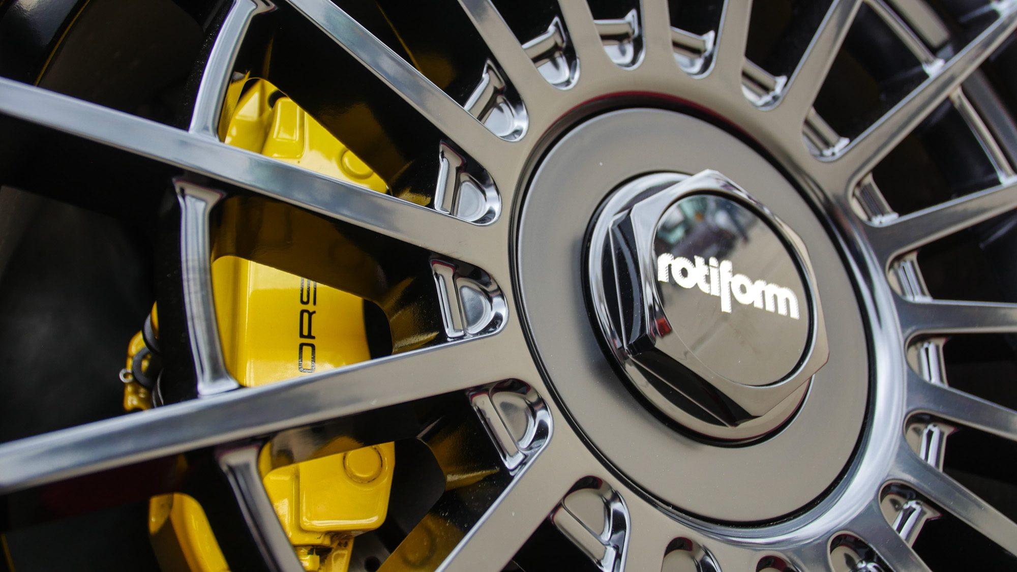 Detailansicht der Rotiform-Räder auf dem Audi RS4