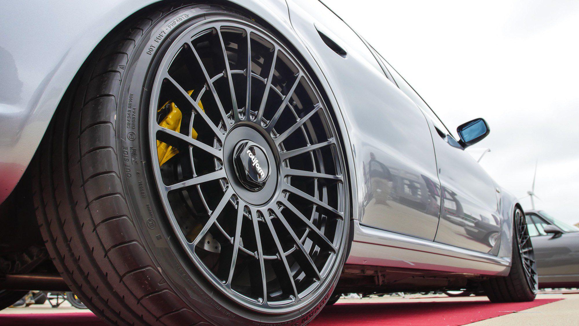 Fette Rotiform-Räder auf dem Audi RS4