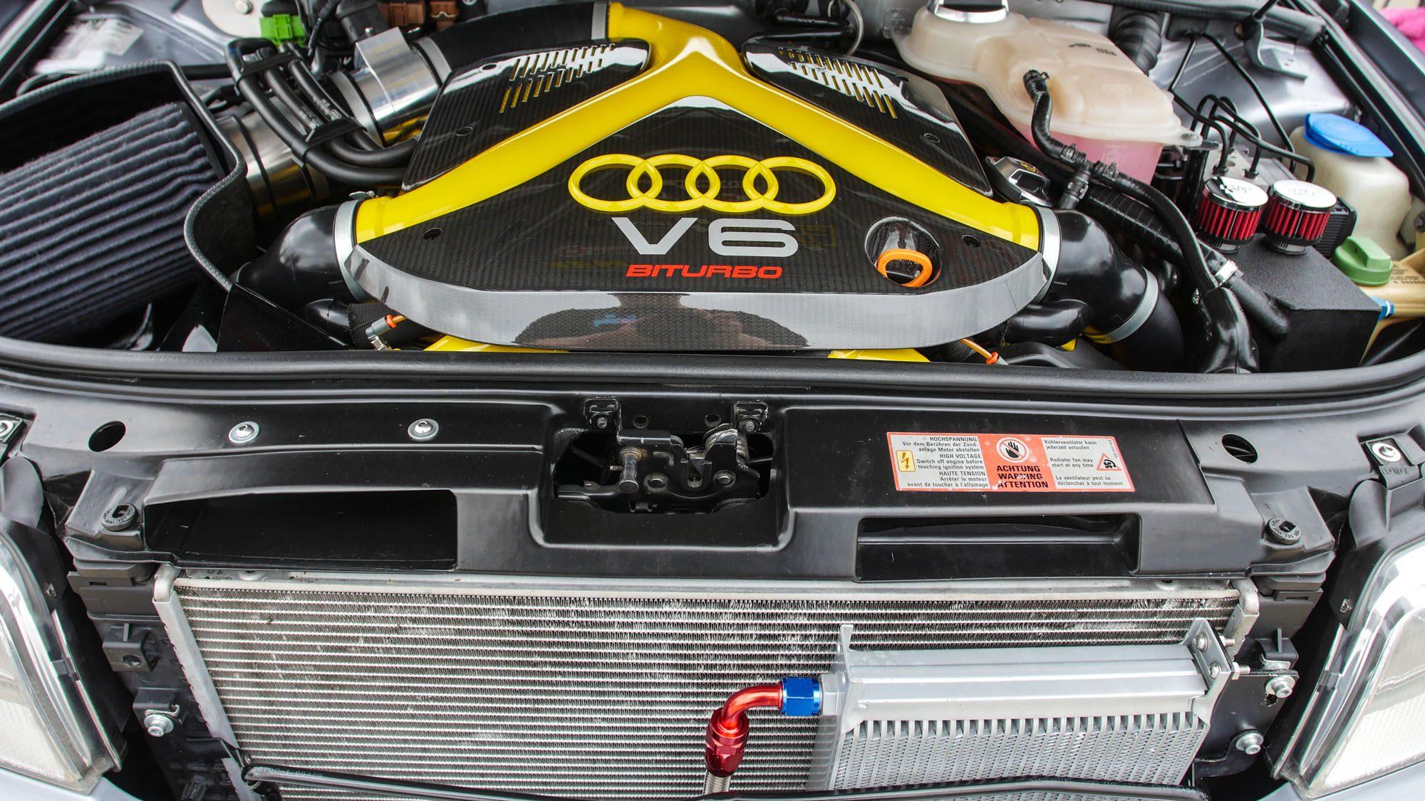 Motorraum des Audi RS4