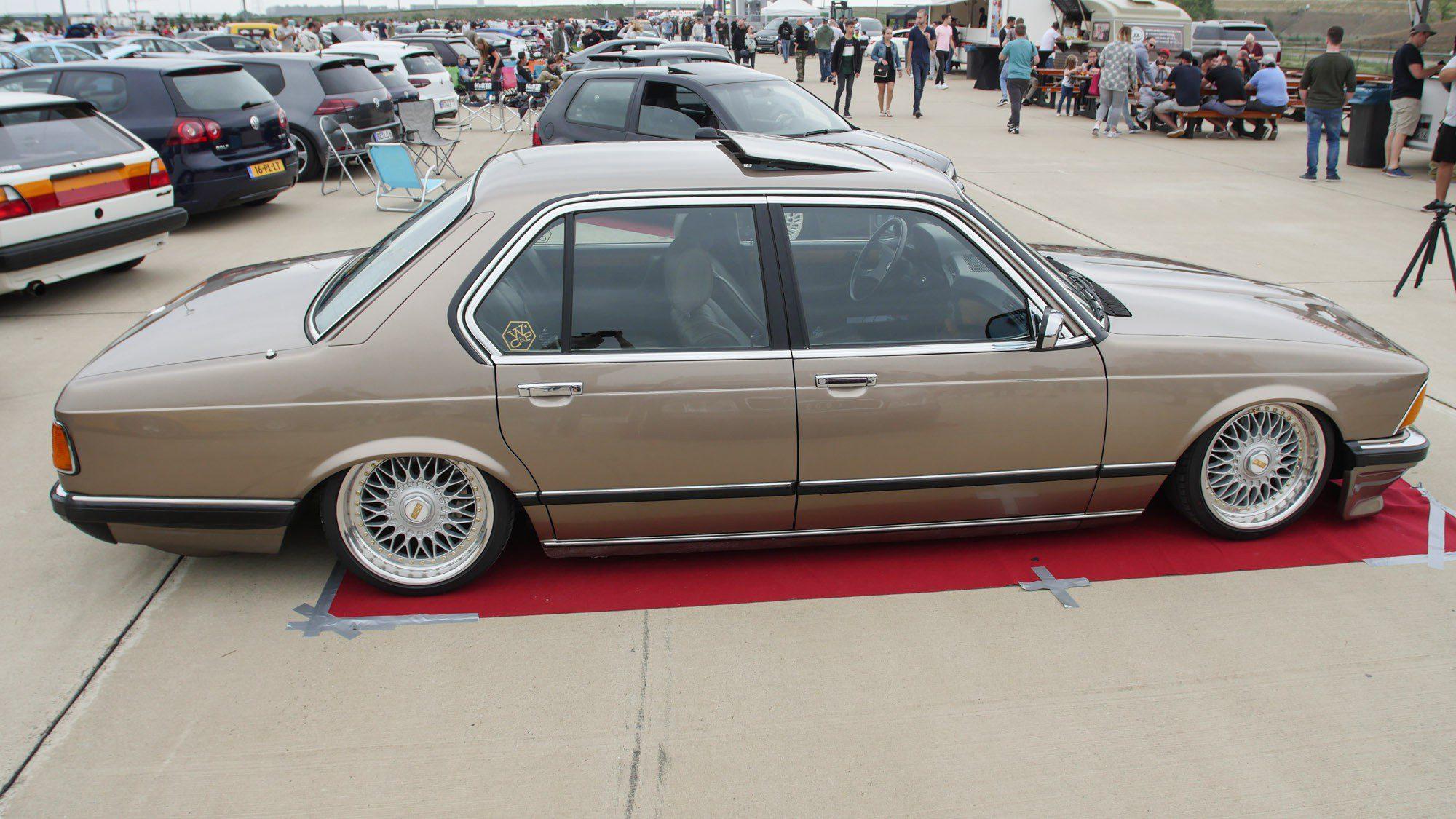 Seitenansicht des BMW E23