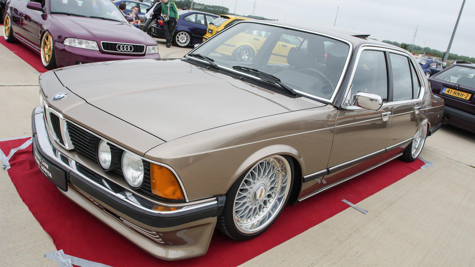 Frontansicht des BMW E23