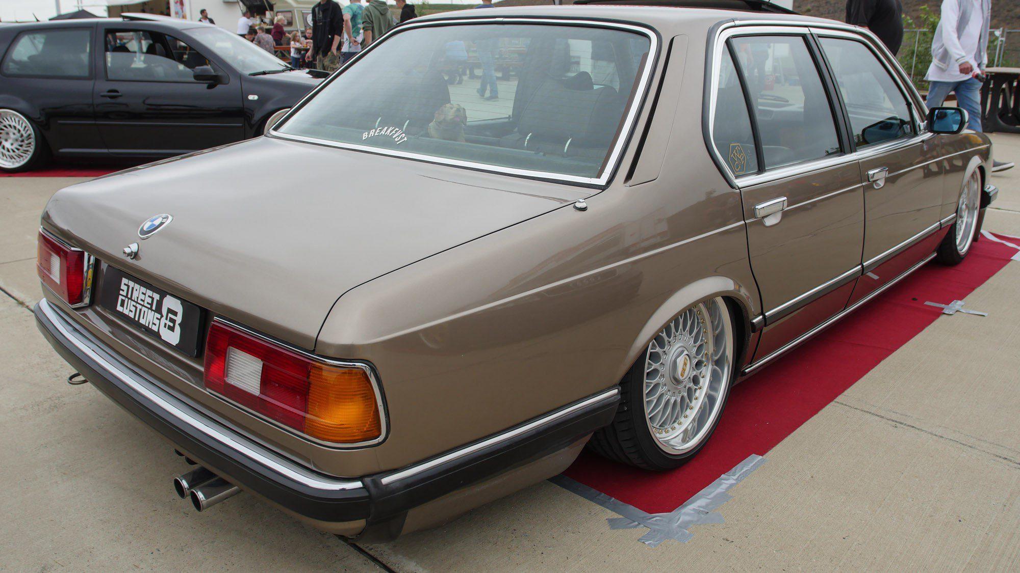 Heckansicht des BMW E23