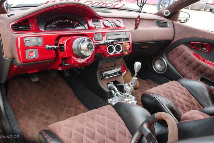 Umfangreich modifzierter Innenraum im Honda Civic