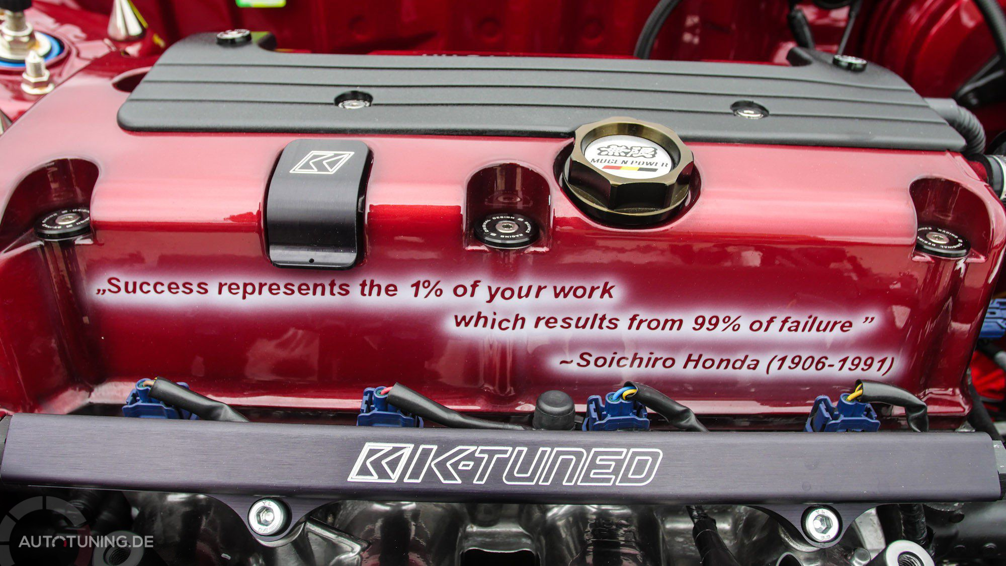 Zitat des Honda-Gründers auf dem Motorblock des Honda Civic