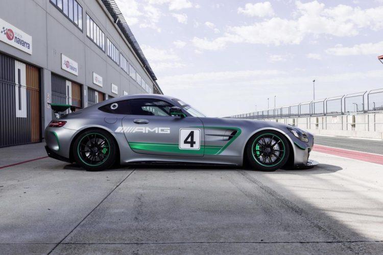 Seitenansicht des Mercedes-AMG GT4