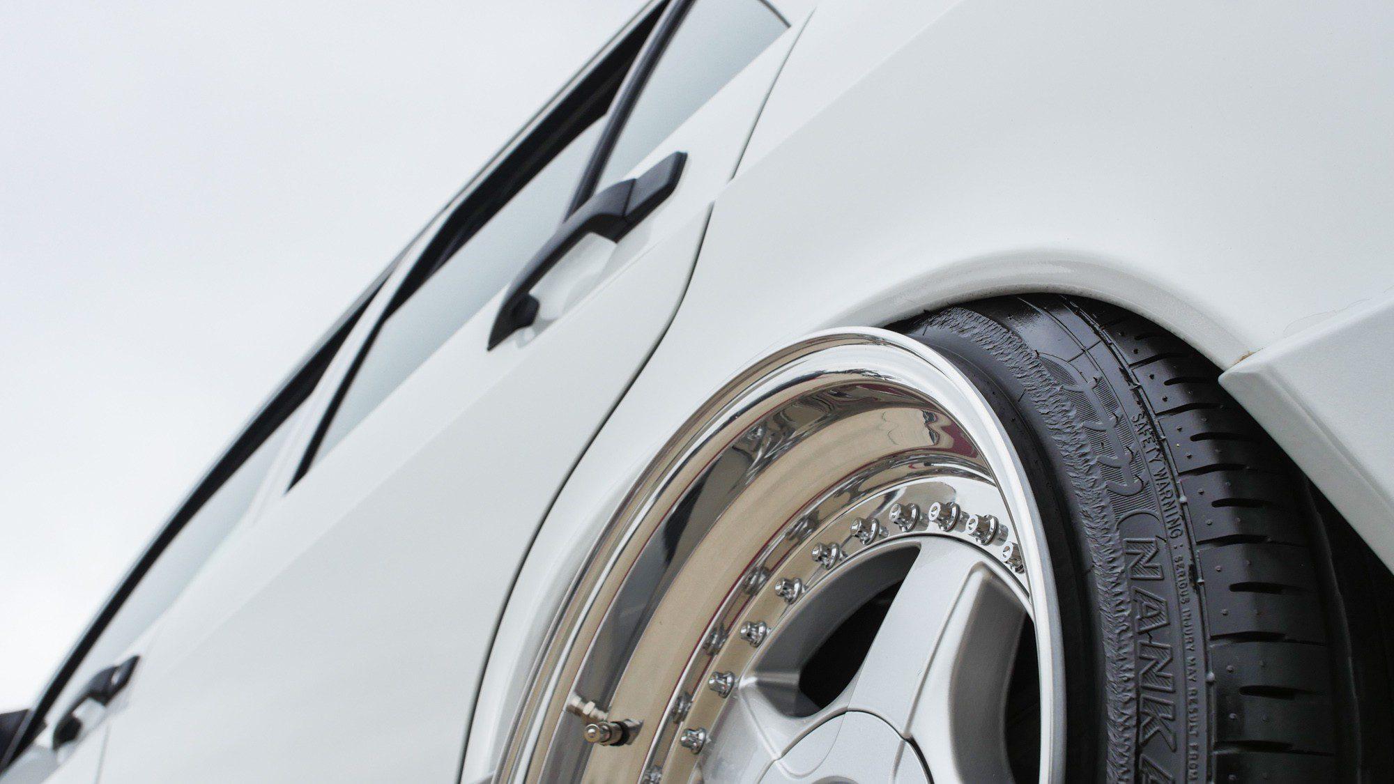 Detailansicht der BBS-Räder auf dem Mercedes-Benz 190