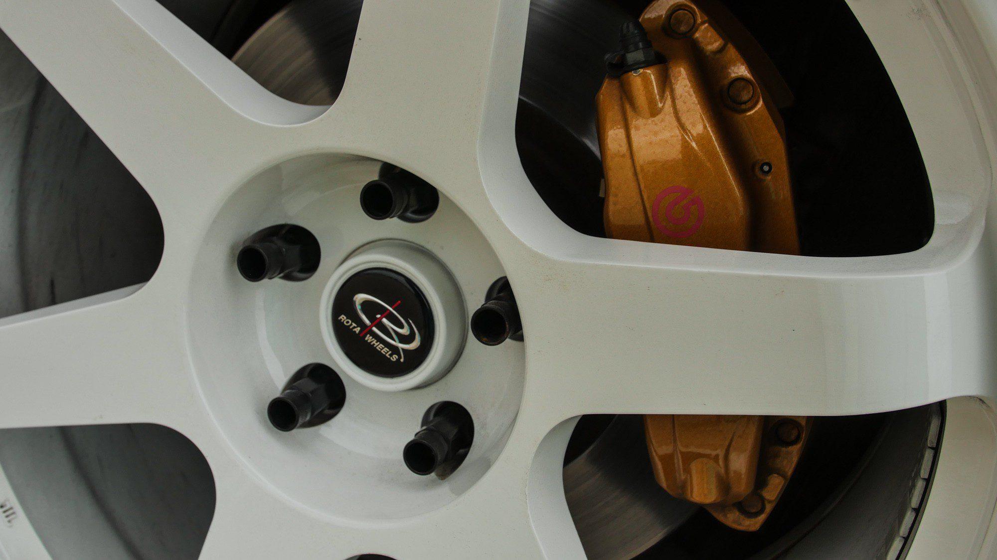 Detailansicht der Rota Wheels auf dem Nissan 350 Z