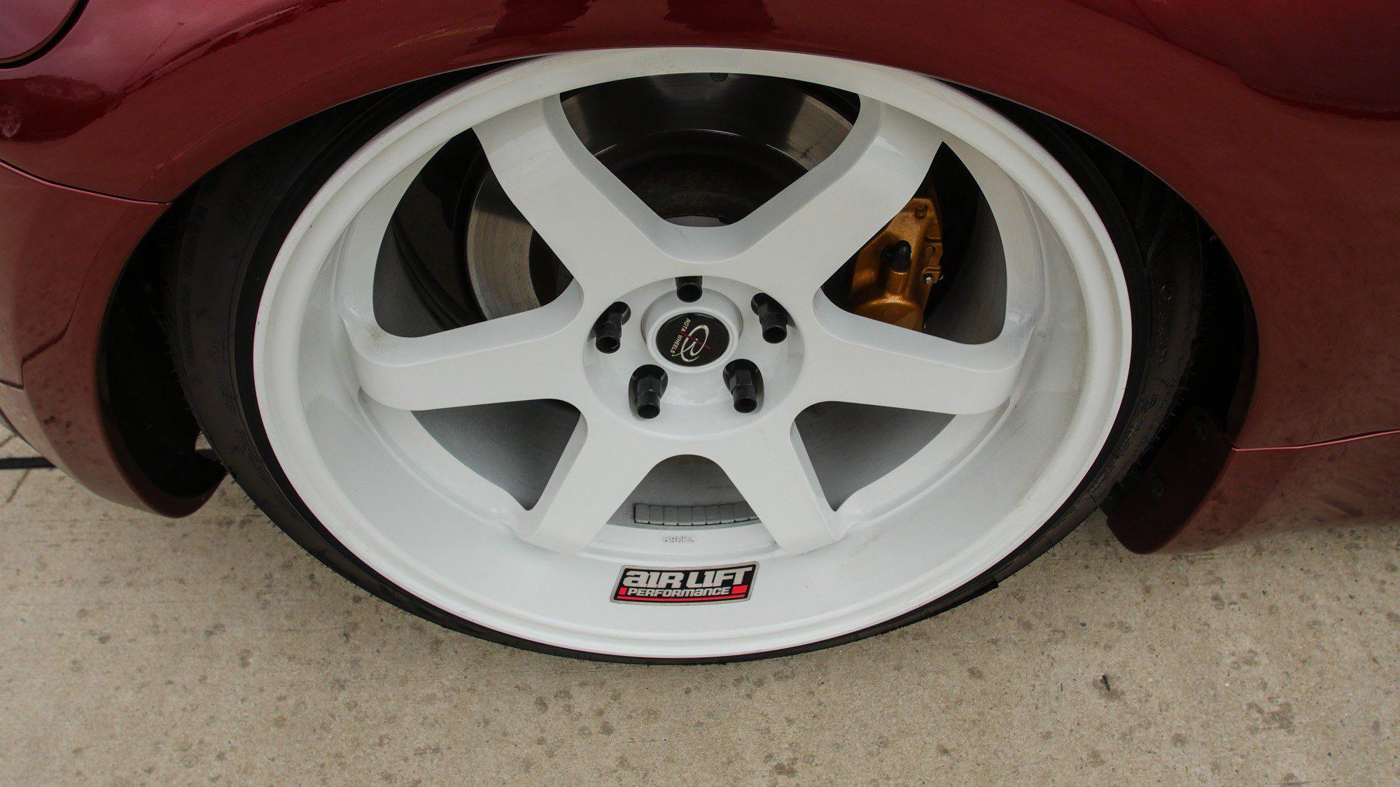 Die Rota Wheels auf dem Nissan 350 Z sorgen für einen tollen Kontrast.