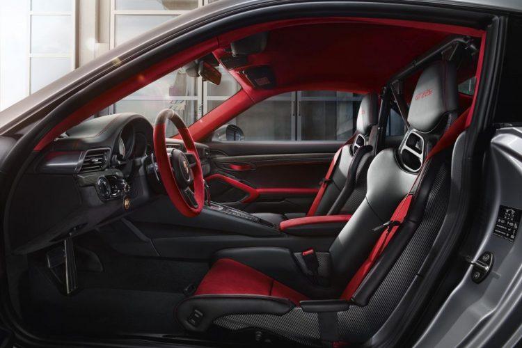 Blick in den Innenraum des Porsche 911 GT2 RS