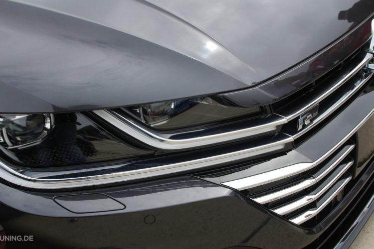 Detailansicht der Scheinwerfer des VW Arteon