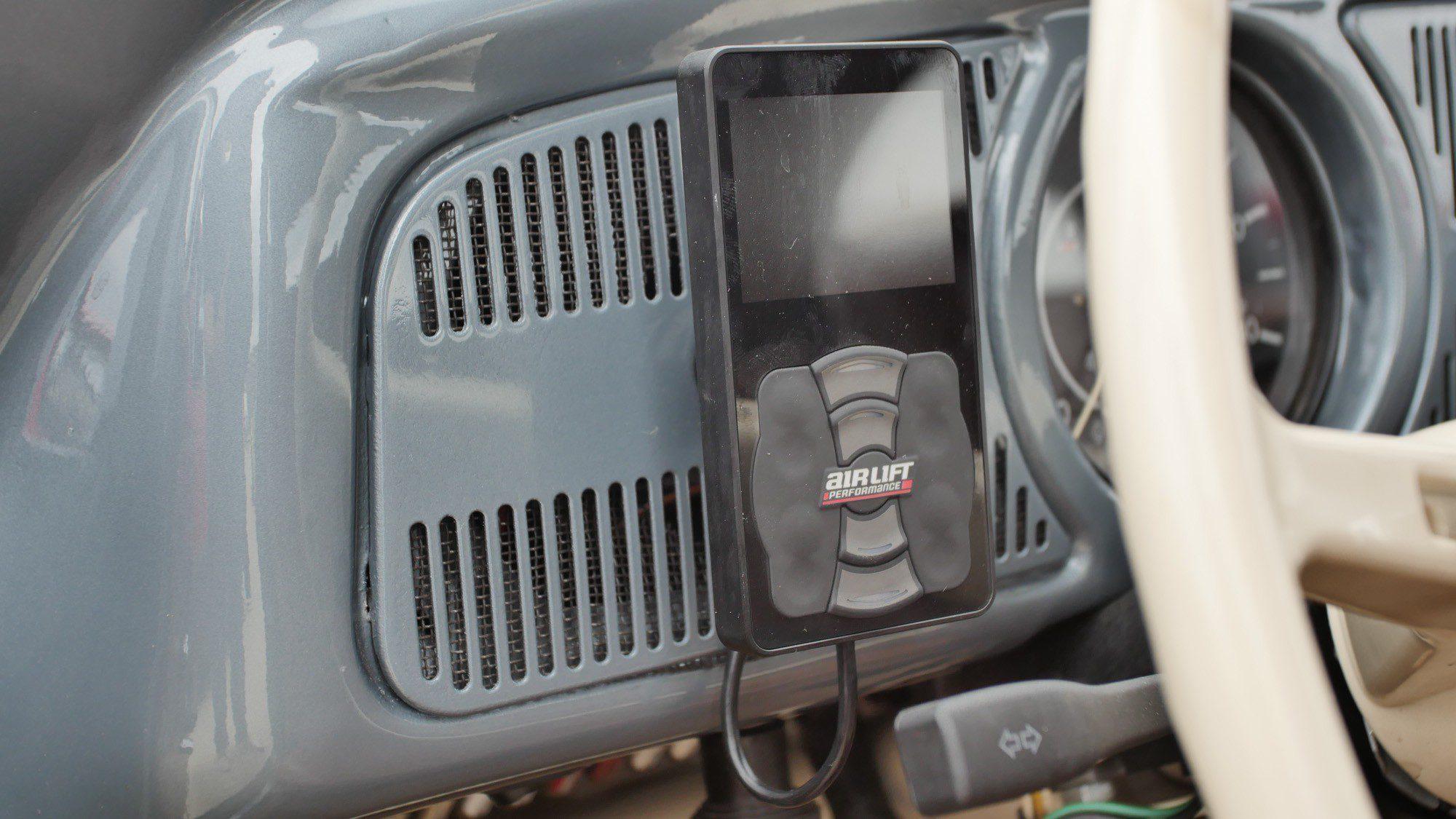 Fernbedienung für das Luftfahrwerk im VW Käfer