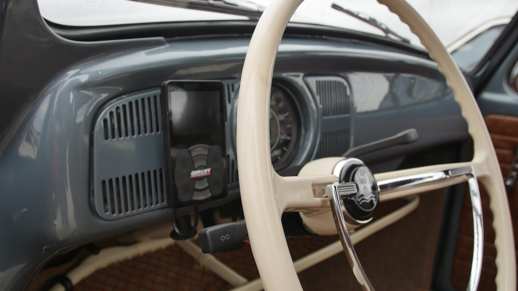 Cockpit des VW Käfer
