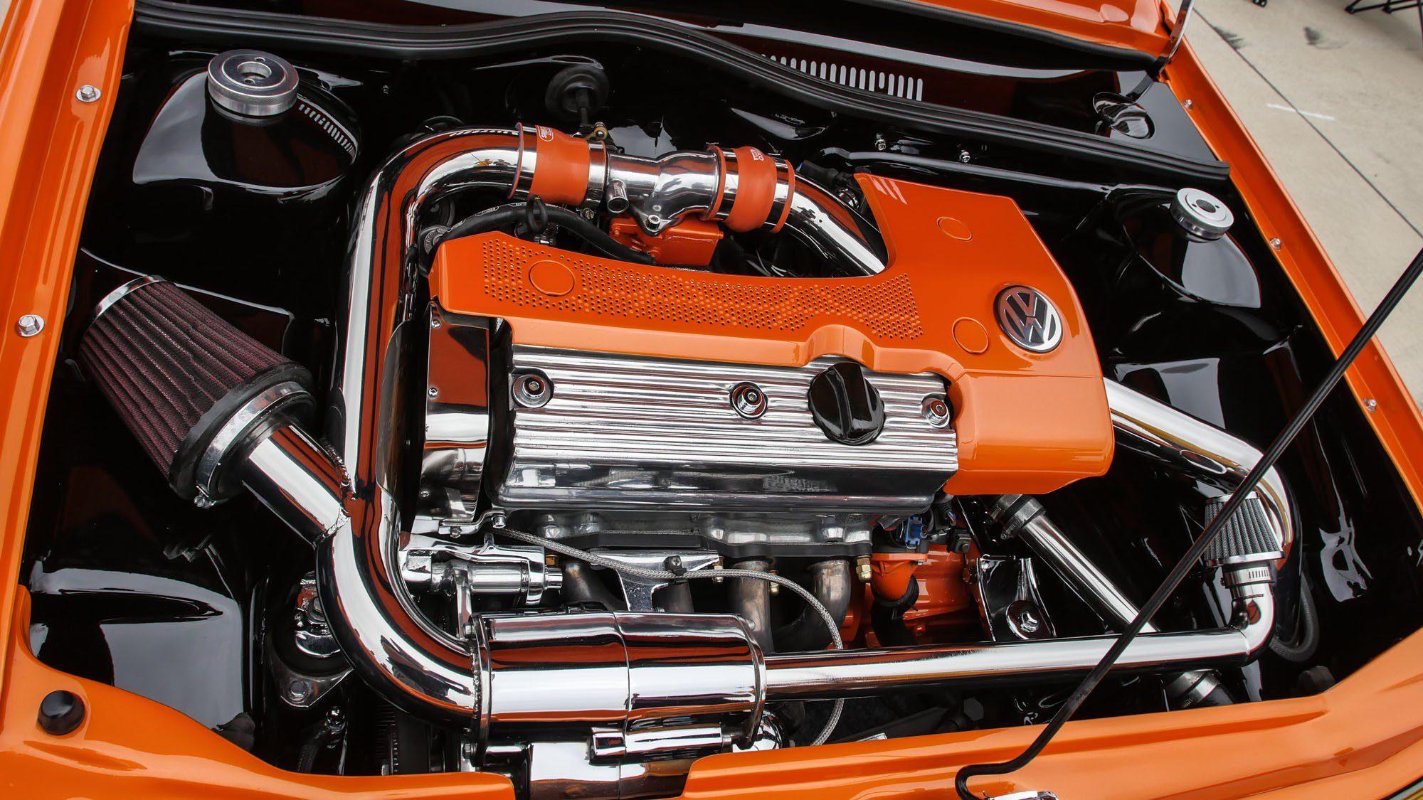Motorraum des VW Polo 86C