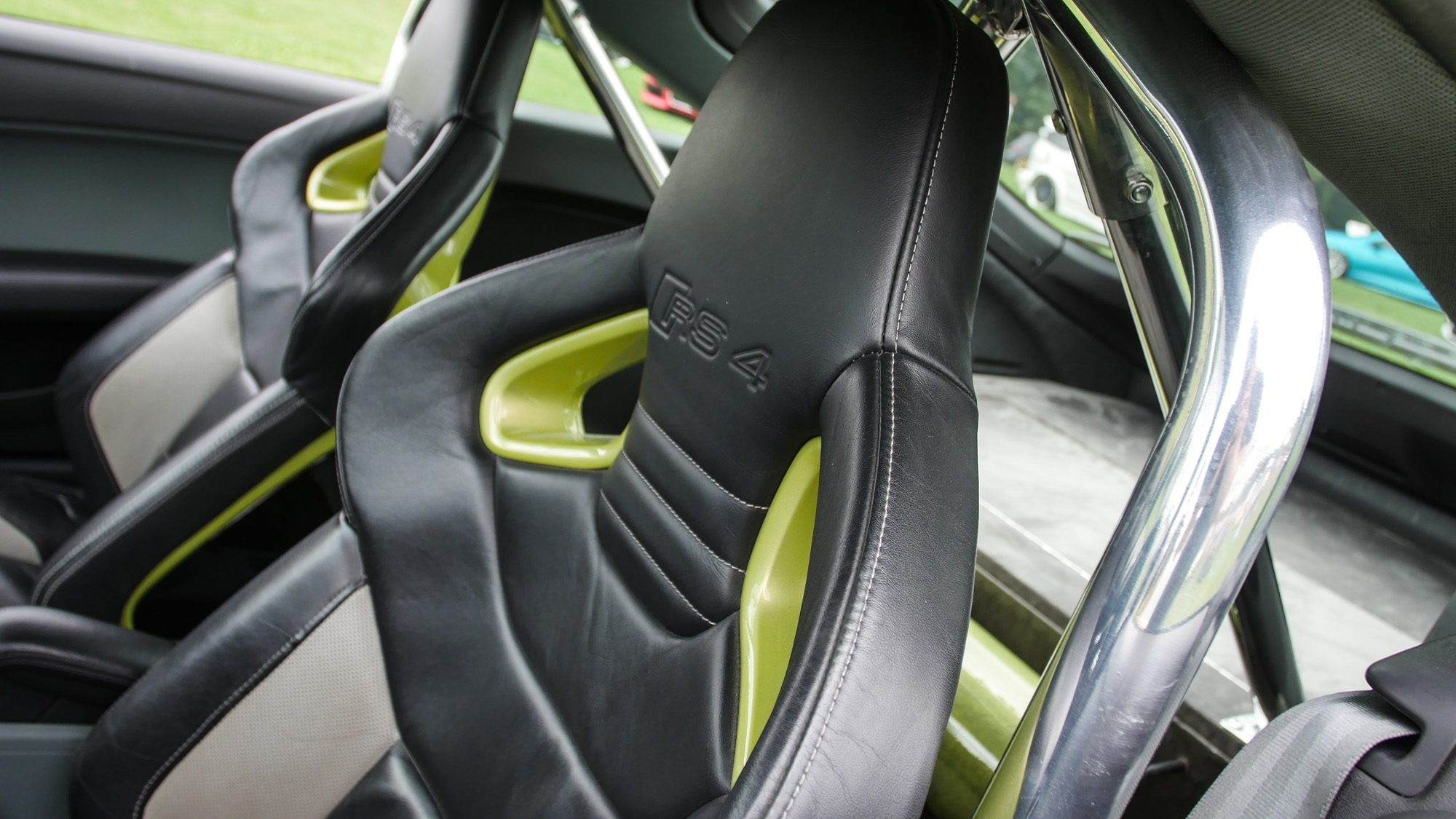Schalensitze aus dem Audi RS4 im Audi TT
