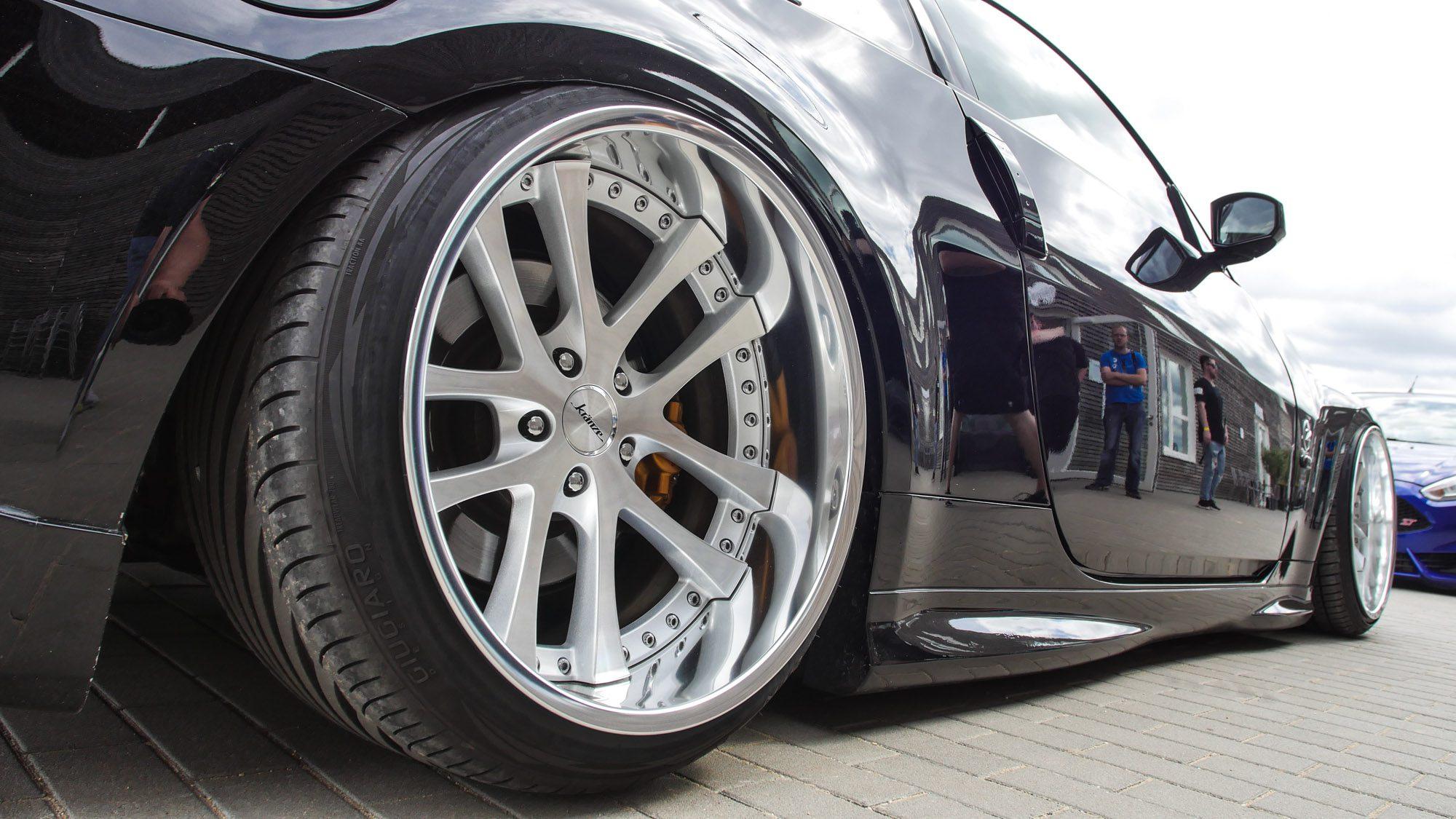Kauert tief am Boden: Nissan 350Z