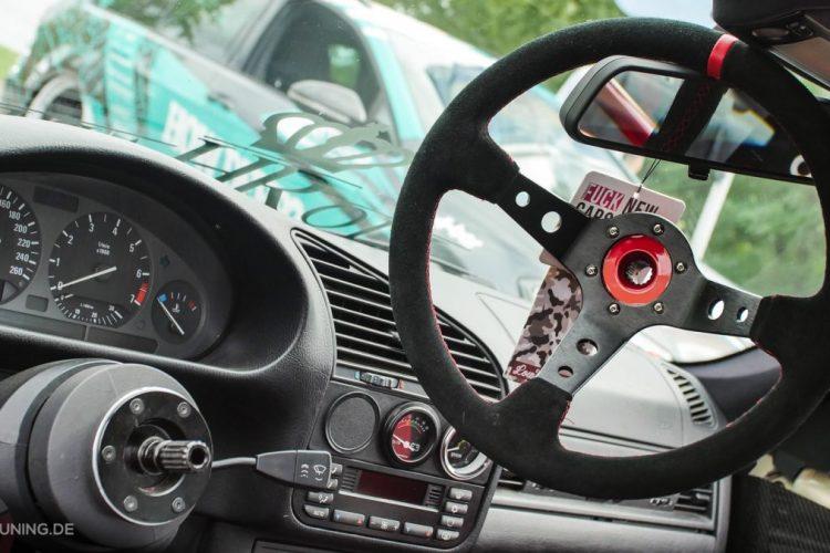 Cockpit des BMW E36