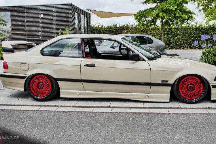 Seitenansicht des BMW E36