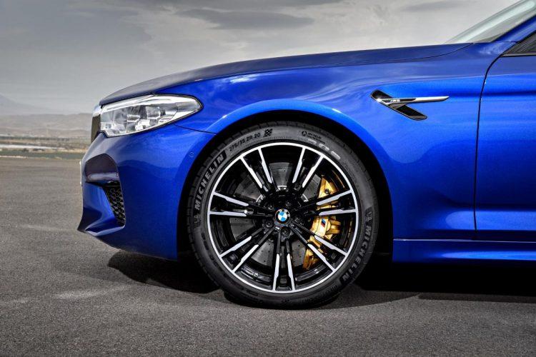 Die Räder am BMW M5 G30 passen perfekt zum sportlichen Gesamteindruck.