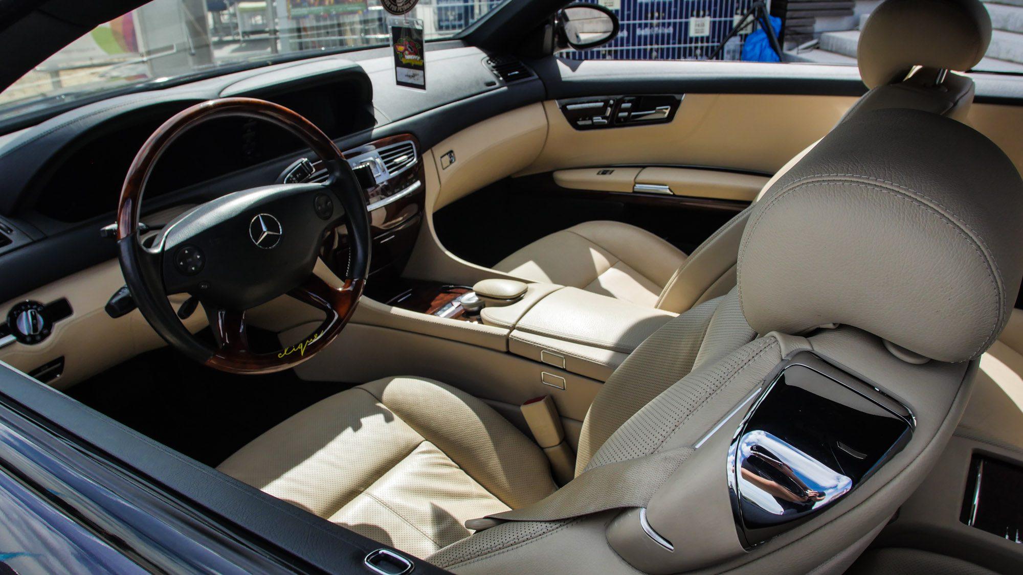 Nobler Innenraum des Mercedes CL500