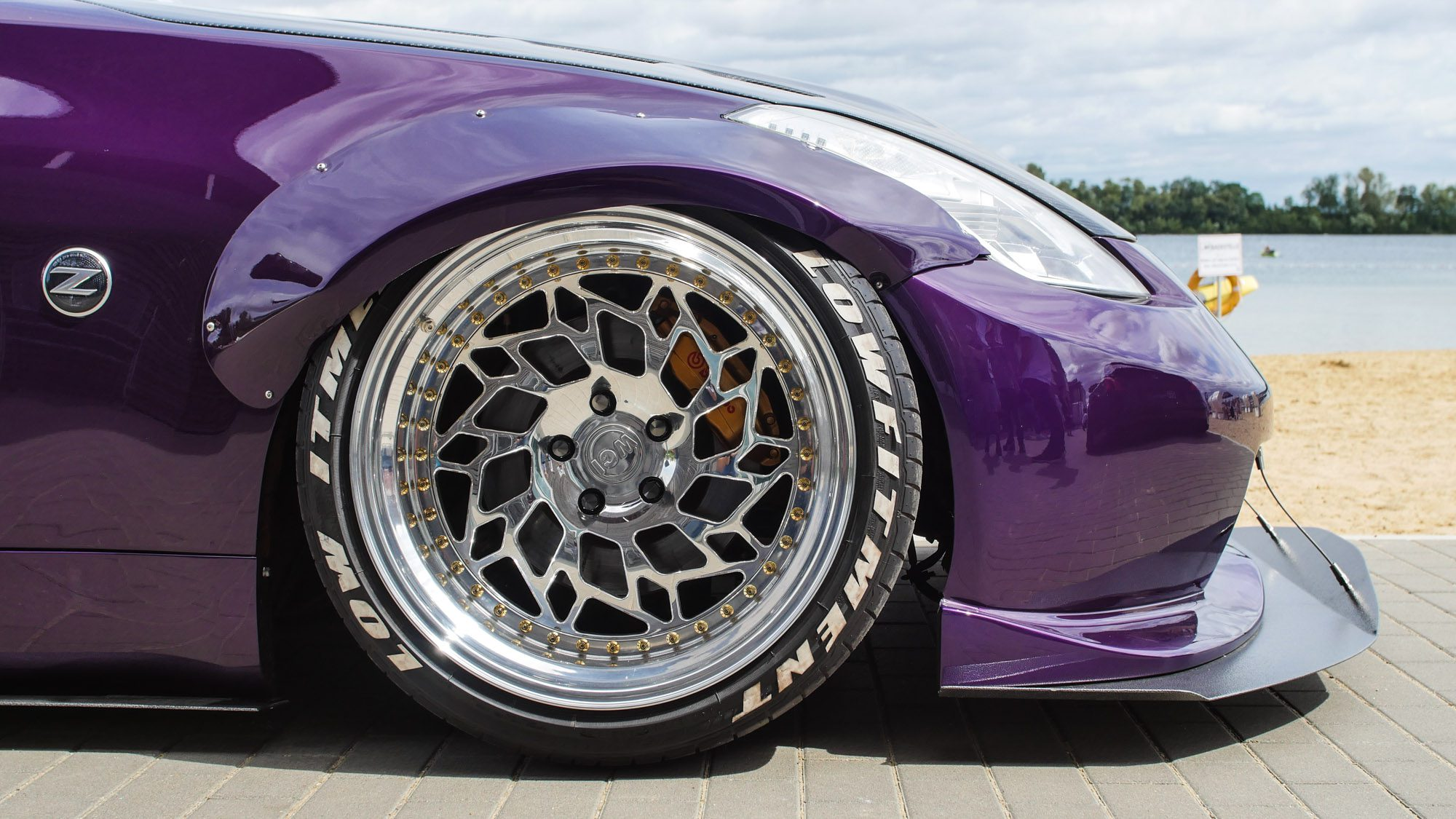 Krasser als beim Nissan 350Z kann man Radhäuser fast nicht ausfüllen!