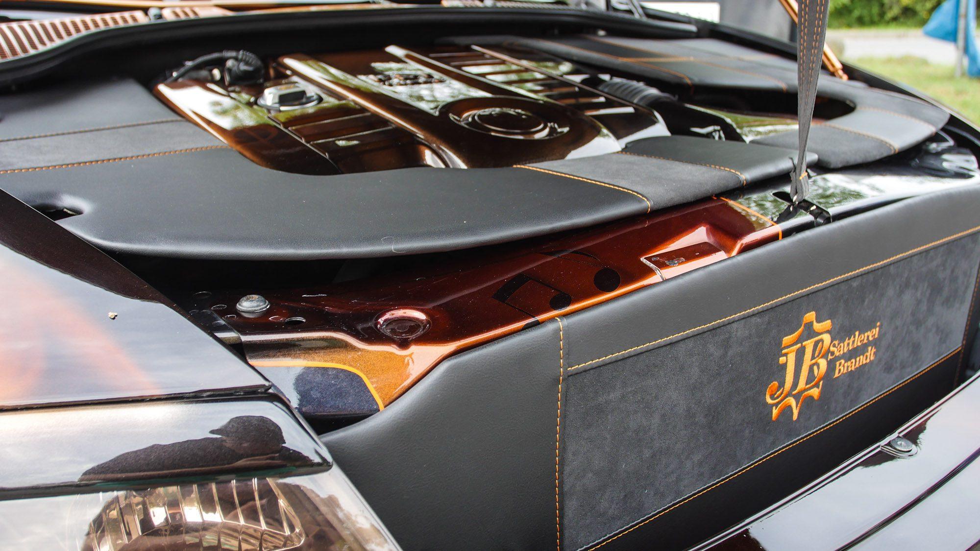 Stylisher Motorraum des Skoda Octavia RS