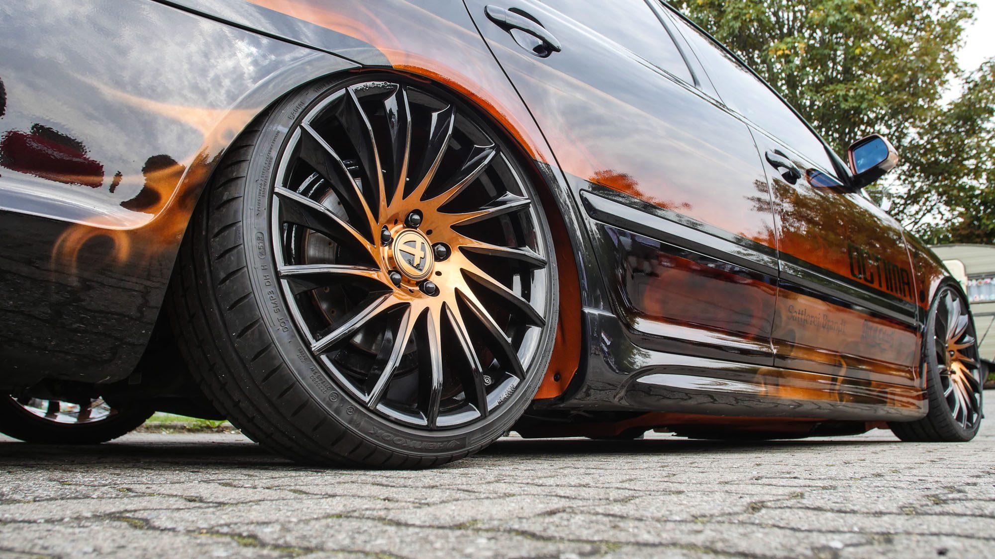 Die Farbgebung des Skoda Octavia RS macht auch vor den Tomason TN16 nicht Halt!
